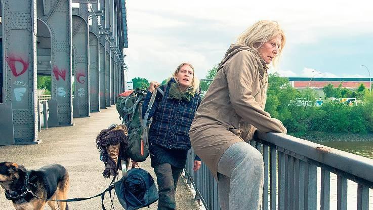 """Christiane Hörbiger im Film """"Auf der Straße"""" (FOTO: ARD DEGETO/Svenja von Schultzend)"""